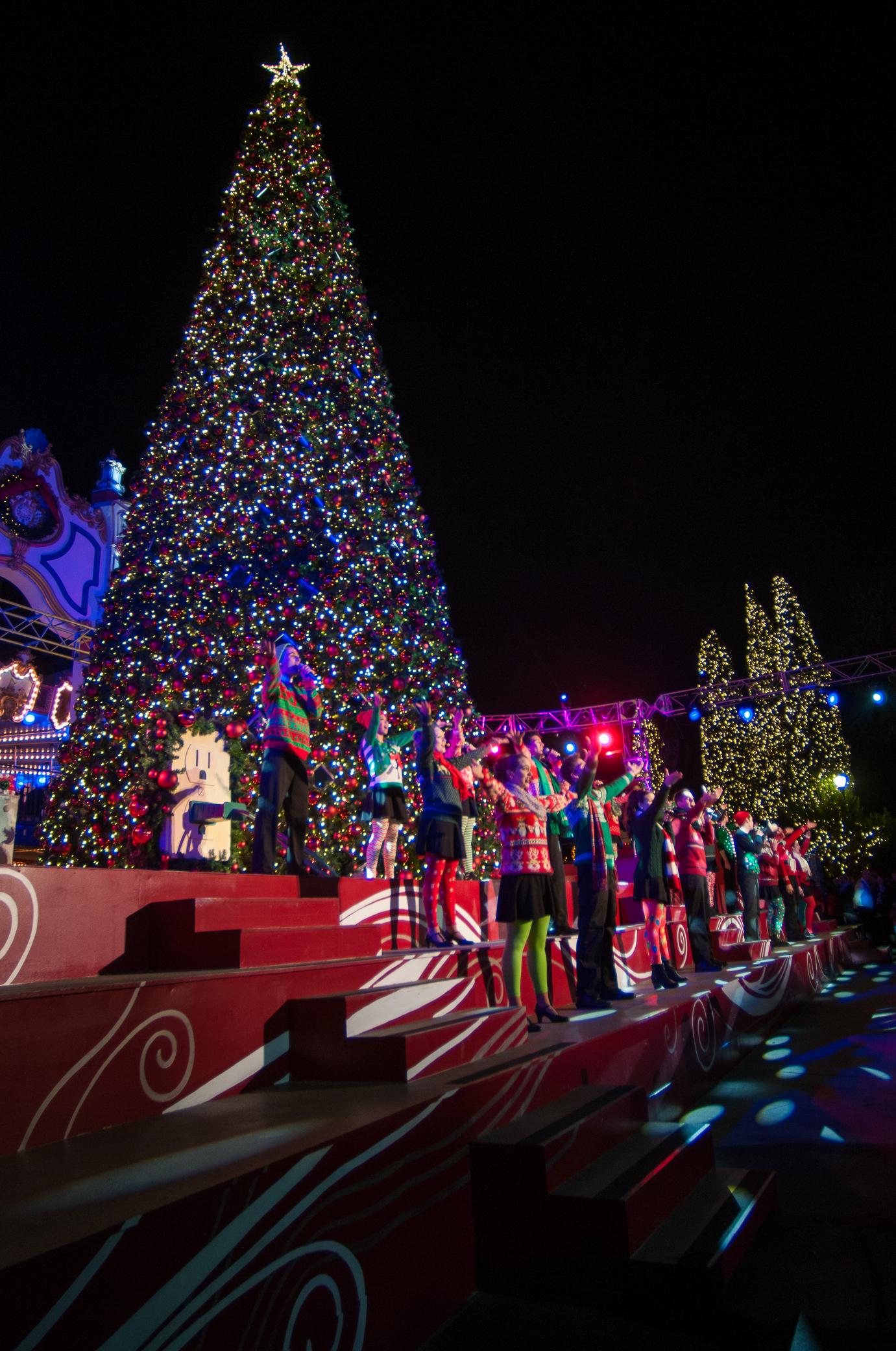 tree lighting ceremony celebration plaza californias great america santa clara 12